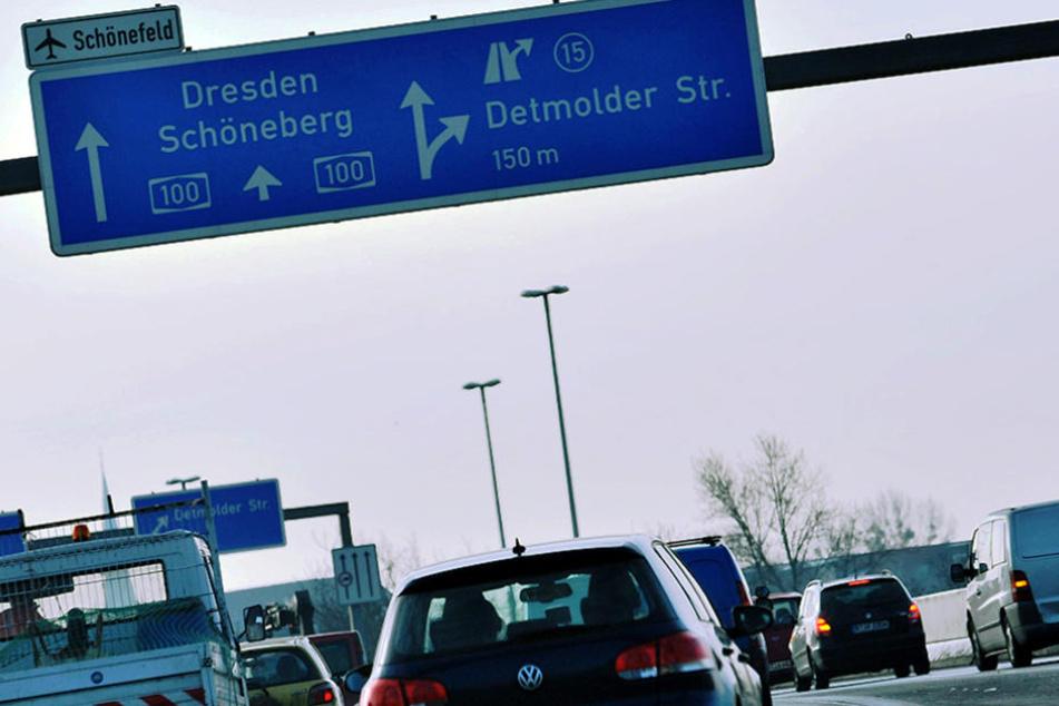 Es kam zu massiven Verkehrsbehinderungen auf der Autobahn und umliegenden Straßen. (Symbolbild)