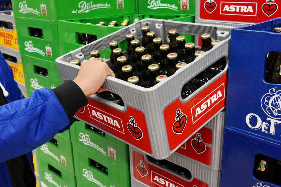 Für ihre Werbung musste Biermarke Astra viel Kritik einstecken. (Symbolbild.)