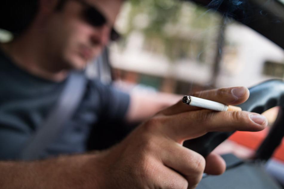 Ausgedampft! Wird bald das Rauchen im Auto verboten?