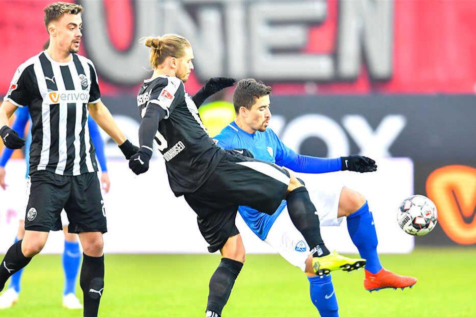 Die sportliche Realität für Rurik Gislason (30, Mitte). Abstiegskampf in der 2. Liga hier im Duell mit Bochums Danilo Soares.