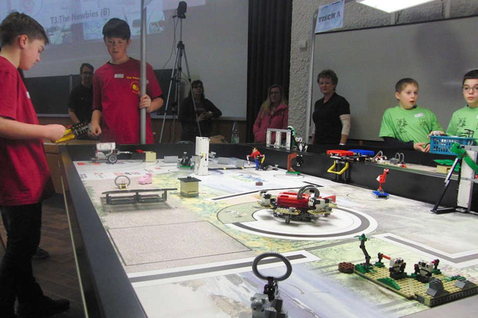 Hightech aus Legosteinen: Mit solchen oder ähnlichen Robotern gingen die  Teams ins Rennen.