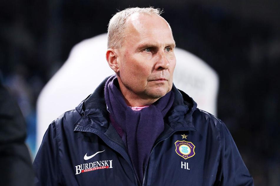 Ernster Blick, denn die Lage wird immer kritischer! Aber für FCE-Präsident Helge Leonhardt ist ein Trainerwechsel kein Thema.