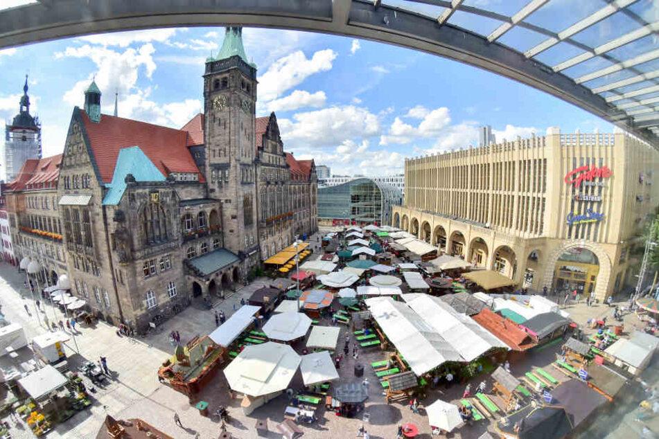 Gut zwei Wochen lang steht der Chemnitzer Neumarkt im Zeichen des Weins.
