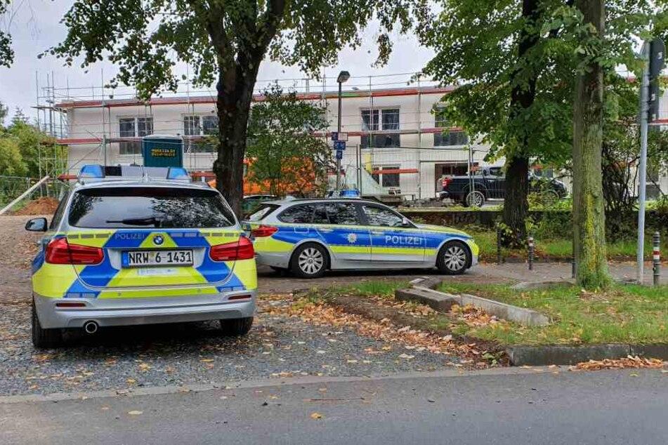 Polizei und Ordnungsamt der Stadt Köln sperrten den Fundort an der Kapellenstraße in Köln-Kalk ab.
