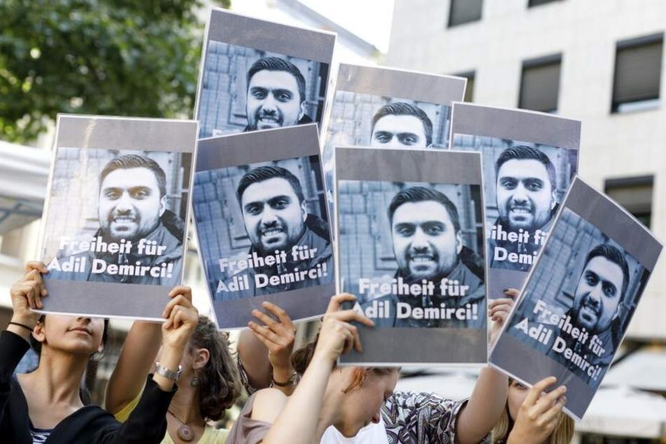 Demo für die Freilassung des inhaftierten Deutschen in der Türkei.