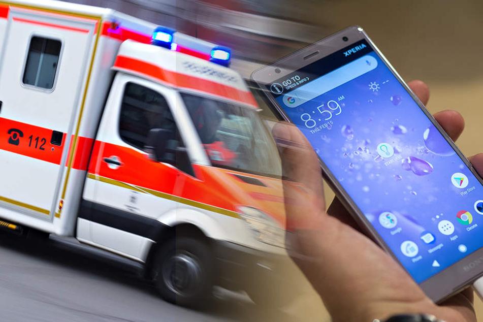 Ein Junge wurde in Charlottenburg bei einem Autounfall schwer verletzt. Womöglich war er durch sein Smartphone abgelenkt.