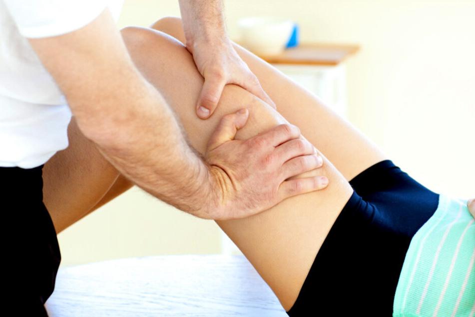 Der Physiotherapeut soll zwei Patientinnen mehrfach missbraucht haben (Symbolbild).