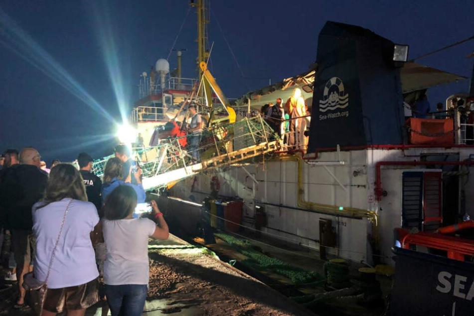 Stuttgart: Zwei Bootsflüchtlinge von Sea-Watch 3 in Rottenburg angekommen