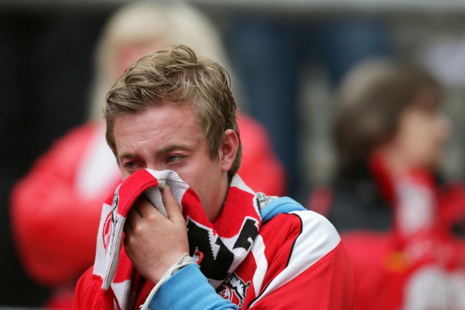 Fans des 1. FC Köln erleben momentan eine harte Zeit.