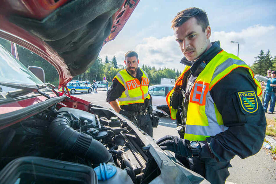 Rund 100 Polizisten kontrollierten gestern Fahrzeuge und Personen in Reitzenhain und an der Heinzebank.
