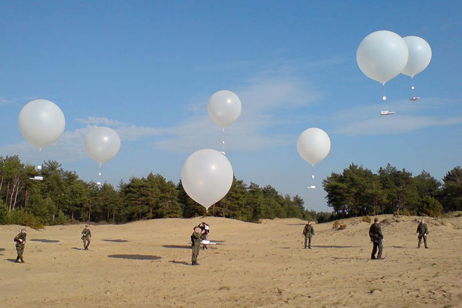 Ab Sonntag lassen Bundeswehrsoldaten Ballons mit Flugblättern in der Oberlausitz aufsteigen.