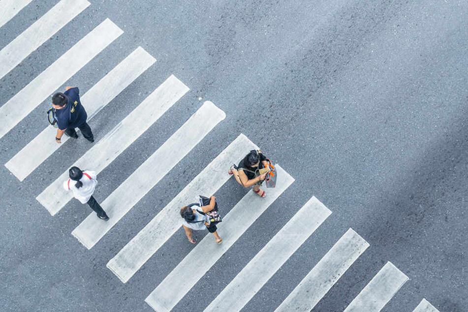 Zebrastreifen sind eine besonders kostengünstige Art der Straßenquerung.