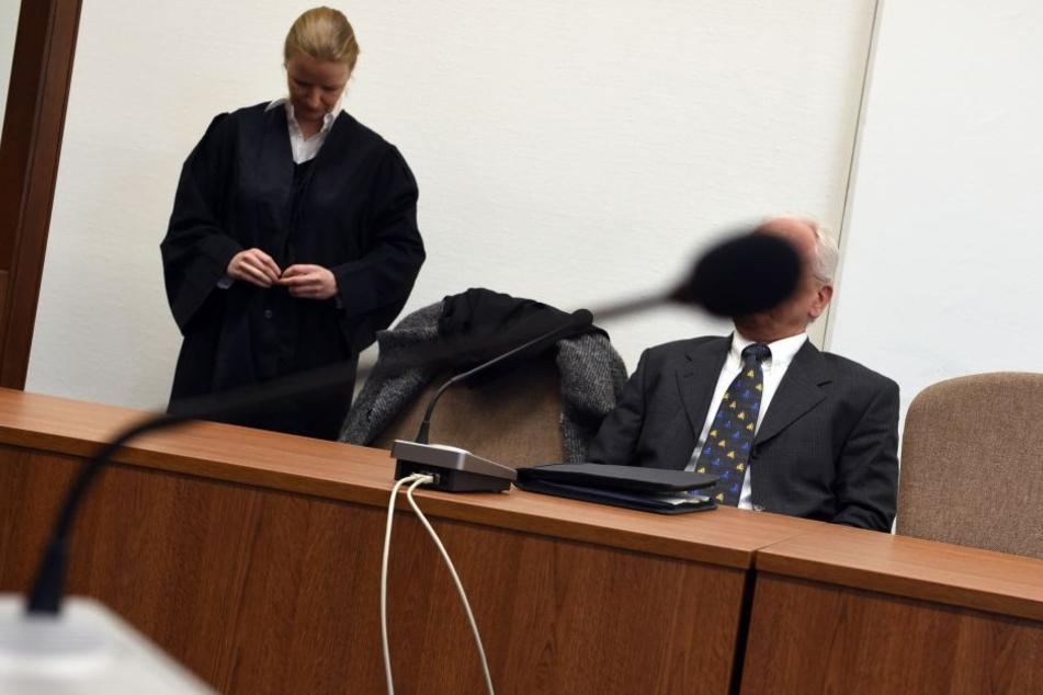 Der Angeklagte Christian M. und seine Anwältin beim Prozessauftakt am 4. April dieses Jahres.