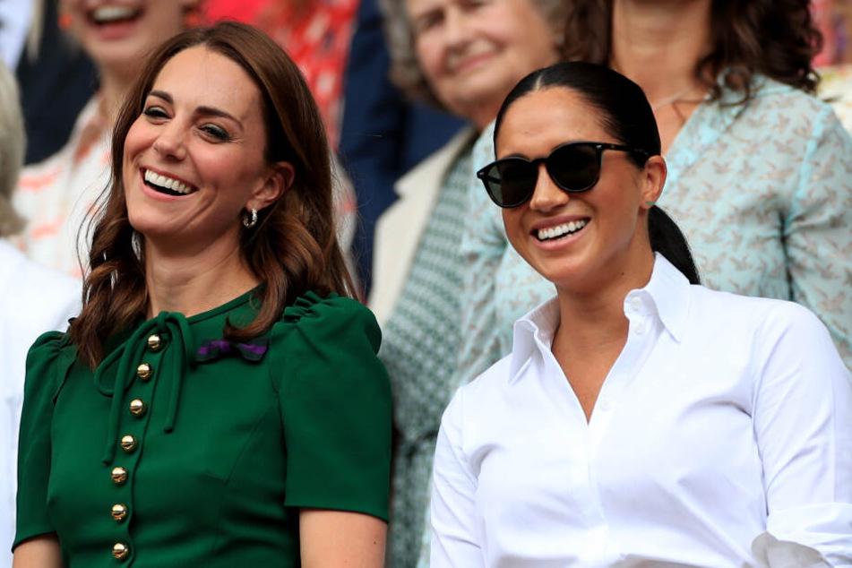 Die beiden Herzoginnen Kate (37, links) und Meghan (37, rechts) beim Wimbledon-Finale der Damen.