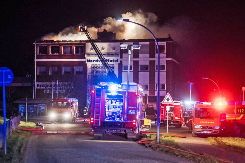 140 Einsatzkräfte versuchen die Flammen unter Kontrolle zu bekommen.