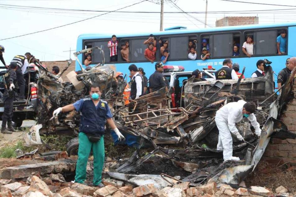 In Südamerika starben mehr als 30 Menschen bei zwei schrecklichen Unfällen.
