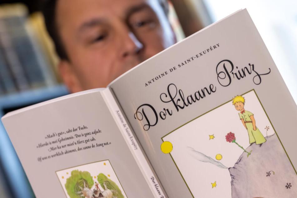 """Den Literaturklassiker """"Der kleine Prinz"""" gibt es jetzt auch auf Erzgebirgisch."""