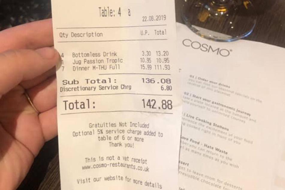 Der Fremde hatte die Rechnung übernommen.