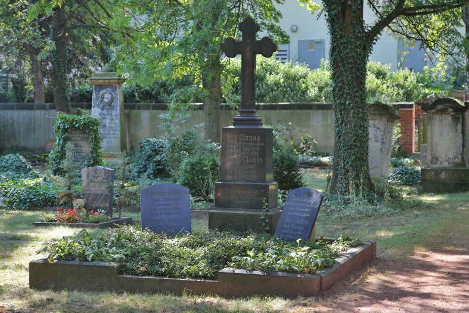 Hitzefrei-Erfinder Karl Wilhelm Clauss hat sein Grab auf dem  Matthäusfriedhof.
