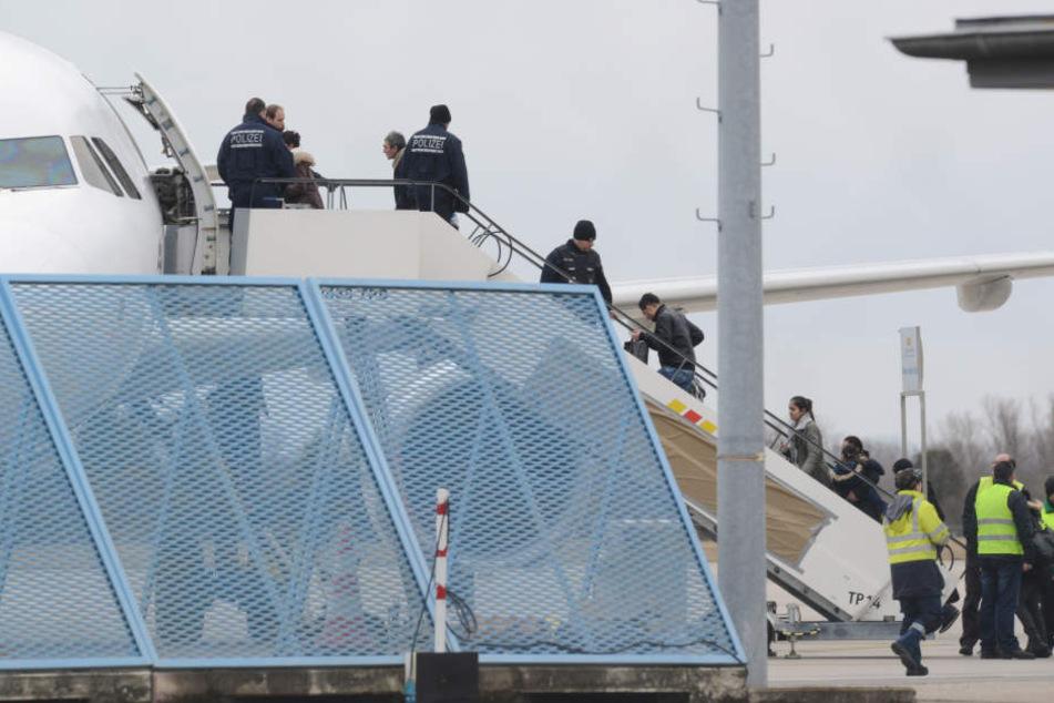 Vom Flughafen Leipzig/Halle aus wurden am Mittwochnachmittag 25 abgelehnte tunesische Asylbewerber abgeschoben. (Symbolbild)