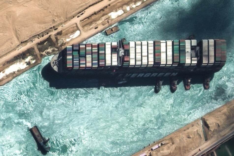 """Die """"Ever Given"""" blockierte im März sechs Tage lang den Suezkanal."""