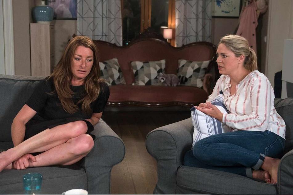 Britta rät Carla, sich nicht weiter über Amelies ärgerliches Verhalten aufzuregen.