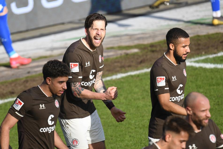 Für den FC St. Pauli um Goalgetter Guido Burgstaller (2.v.l.) gibt es aktuell viel zu jubeln.