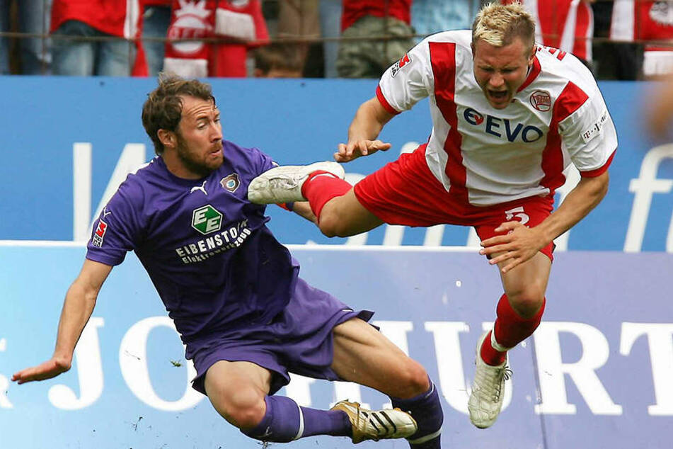 Marco Kurth (l.) hier im FCE-Dress gegen den Offenbacher (Christian Müller) ließ in seiner Karriere den einen order anderen Gegner über die Klinge springen.