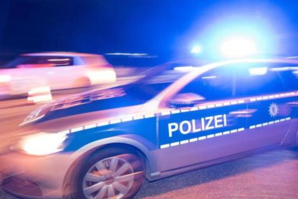 Die Polizei geht davon aus, dass sie dem Opfer mindestens einen Schlag versetzten. (Symbolbild)