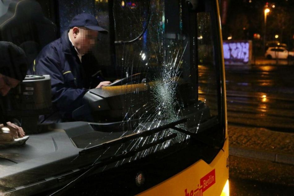 Am Sterndamm soll ein Fußgänger von einem Bus erfasst worden und ebenfalls schwer verletzt worden sein.