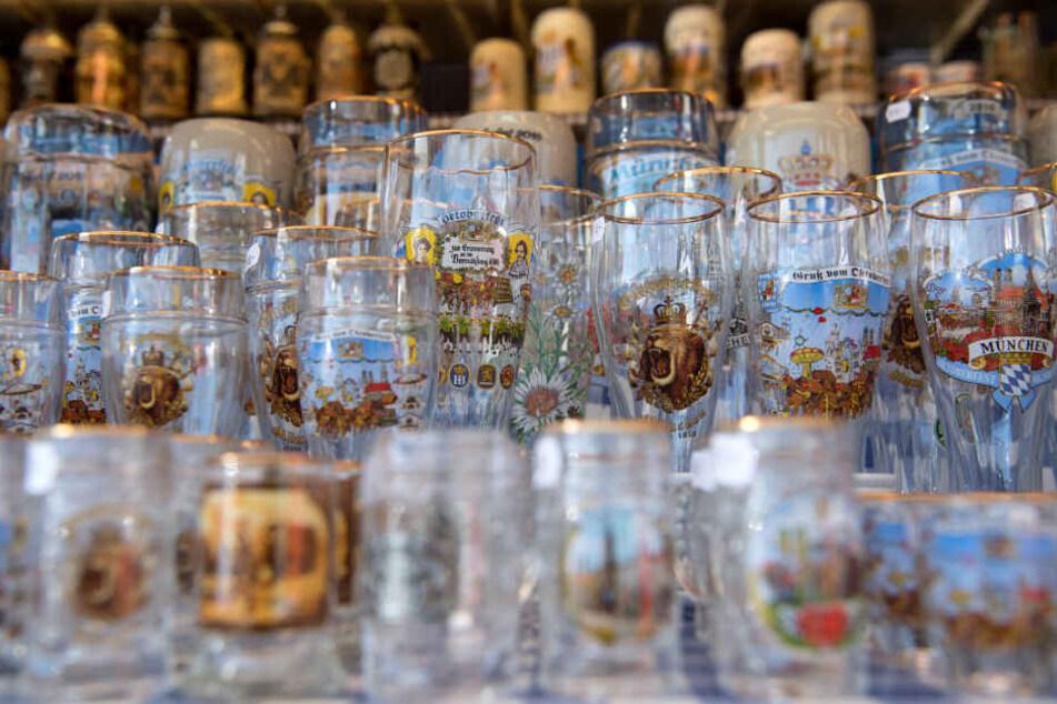 Touristen kaufen sich beim Besuch gerne das eine oder andere Souvenir. (Symbolbild)