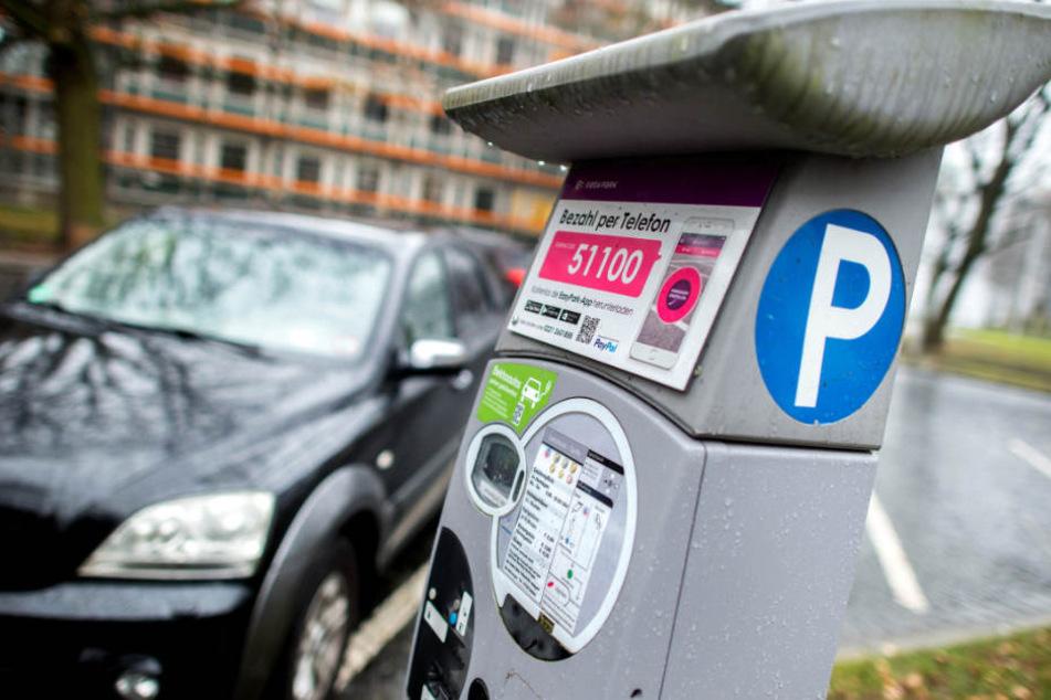 Beim Entleeren der Parkscheinautomaten soll der städtische Mitarbeiter zugegriffen haben. (Symbolbild)