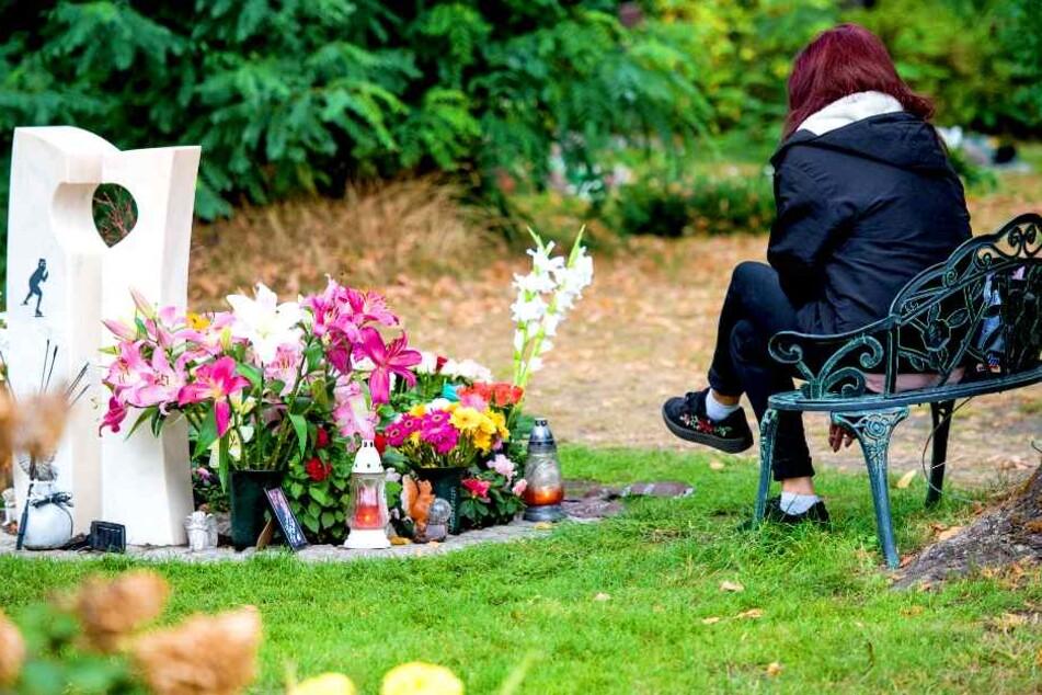 Karin G. (heute 41) kurz nach der Ermordung ihrer Tochter Keira (†14).
