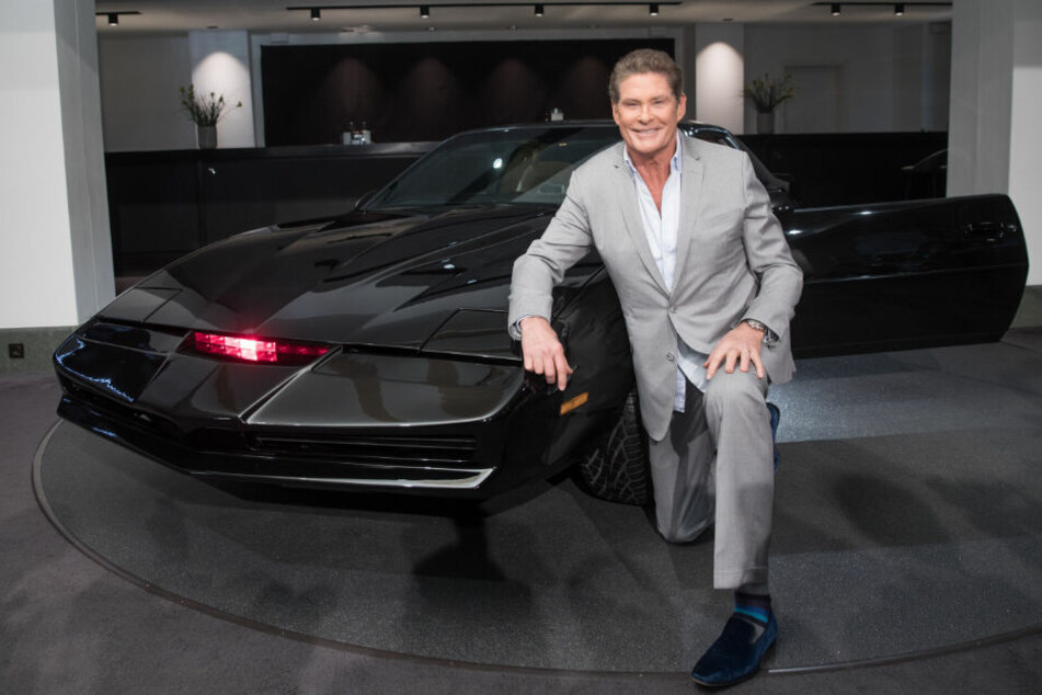 """Mit diesem Auto wurde David Hasselhoff berühmt: der legendäre Sportwagen """"K.I.T.T."""" aus der Serie """"Knight Rider""""."""