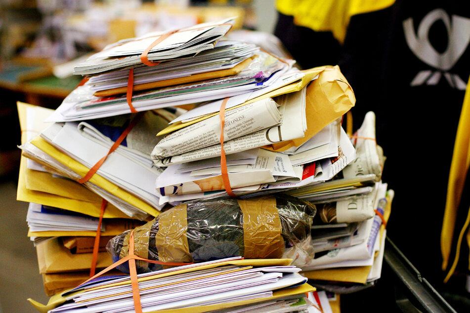 Mehr als 10.000 Briefe gestohlen? Polizei schnappt zufällig zwei Postboten