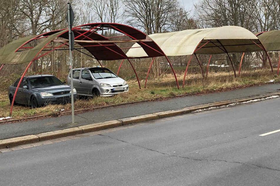 Chemnitz: Schrottautos von Chemnitz: Erste Fahrzeuge weg