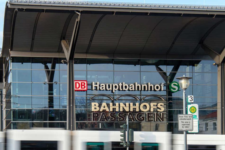 Der Unfall ereignete sich am Bussteig am Potsdamer Hauptbahnhof. (Symbolbild)