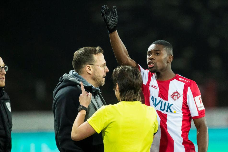 Leroy Kwadwo (r.) wurde am Freitagabend rassistisch beim Spiel von Preußen Münster gegen die Würzburger Kickers beleidigt.