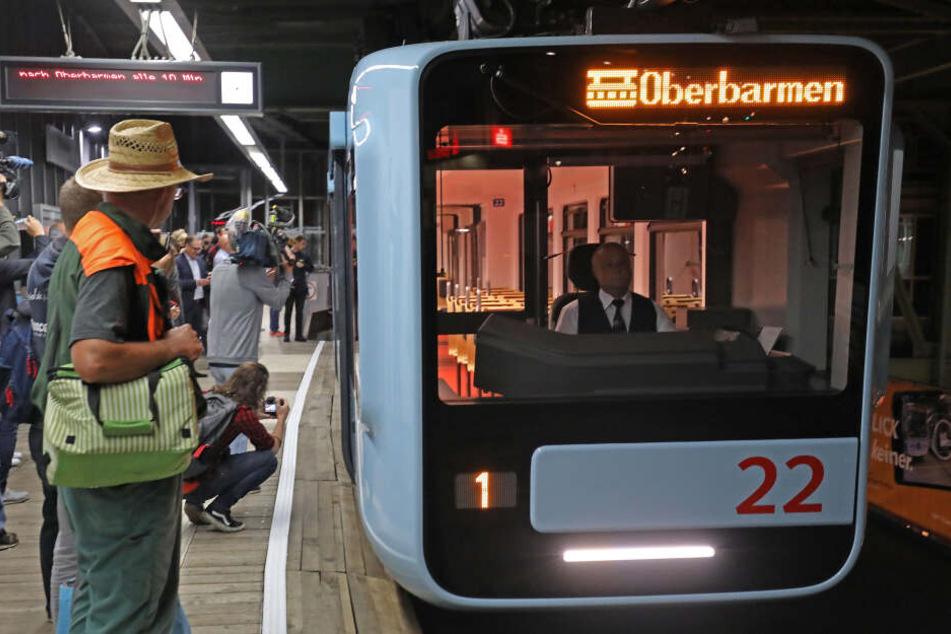 Die Wuppertaler Schwebebahn transportiert pro Jahr etwa 80.000 Fahrgäste.