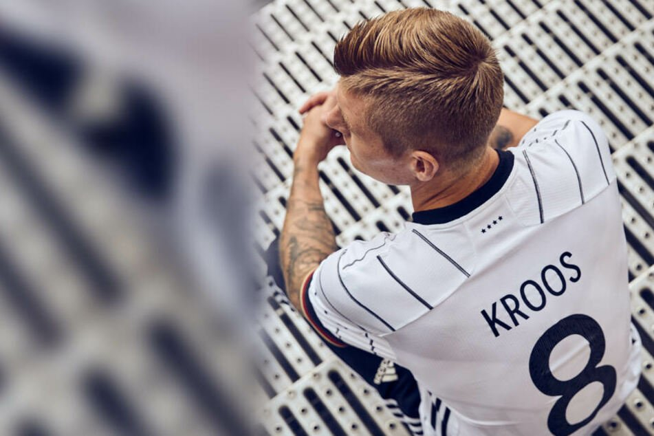 Geht doch! Bei Toni Kroos prangt der richtige Spielername hinten auf dem Rücken.