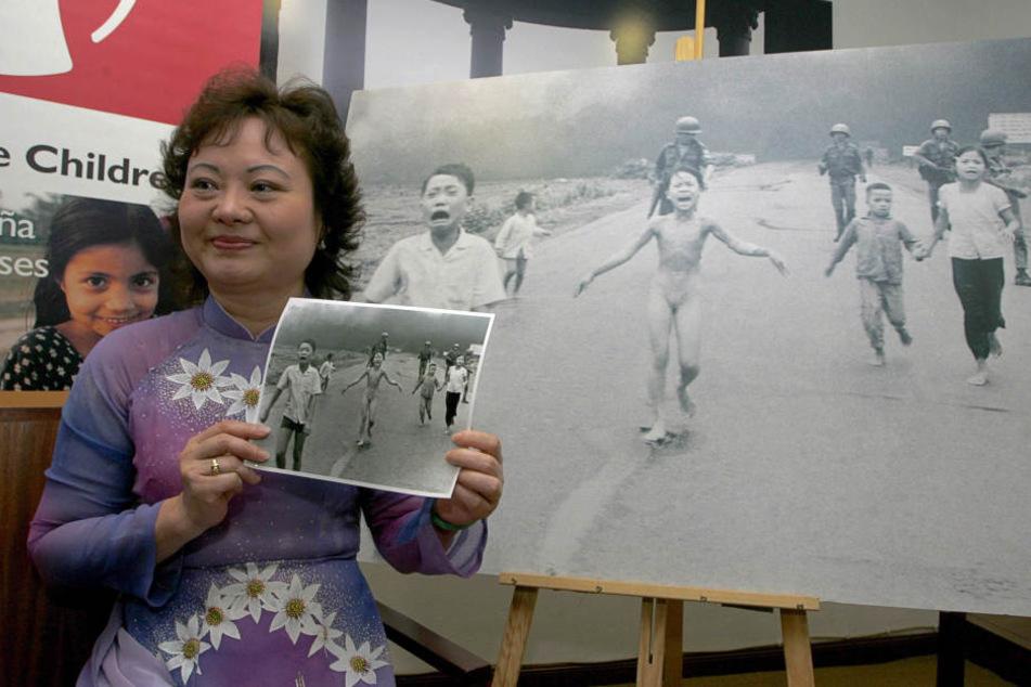 Kim Phuc Phan Thi (55) mit dem Foto, das sie weltberühmt machte. Nun wird sie in Dresden ausgezeichnet.