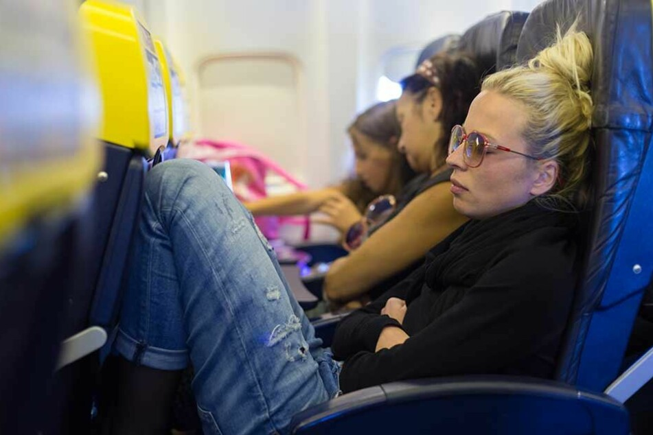 Wer zusammensitzen will, muss bei vielen Fluggesellschaften extra zahlen.