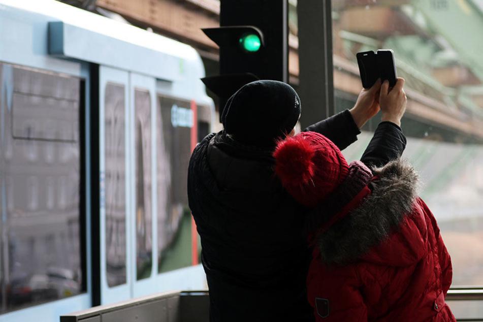 In Brandenburg kommt es verstärkt zu lebensgefährlichen Unfällen durch leichtsinnige Aktionen zumeist junger Leute an Gleis- und Bahnanlagen.