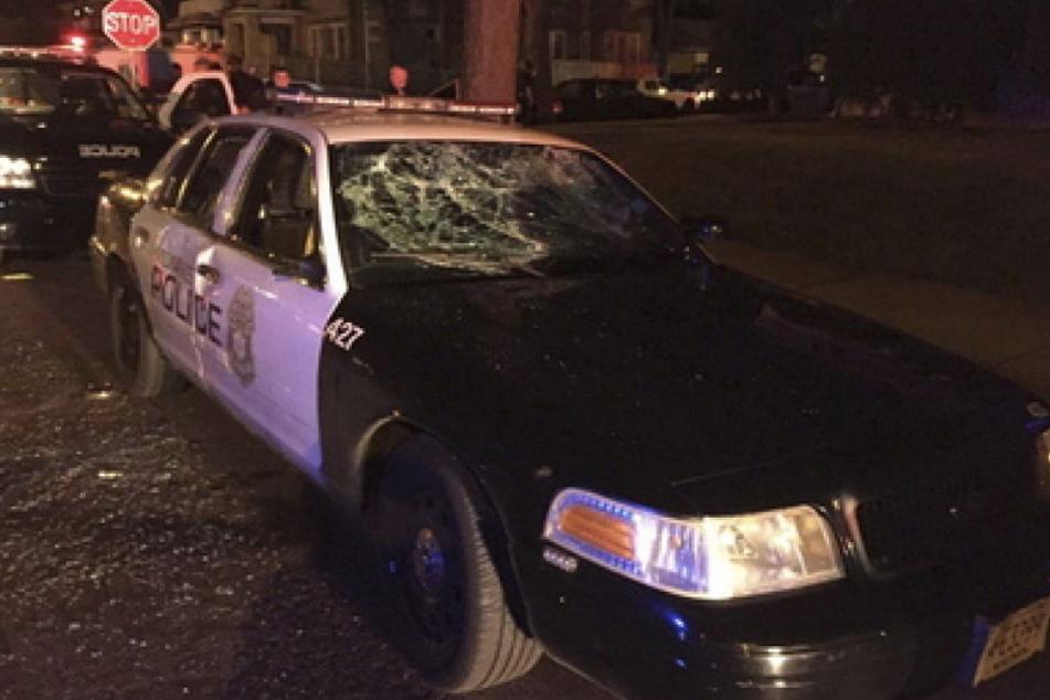 Nachdem die US-Polizei am Wochenende einen 23-jährigen bewaffneten Afroamerikaner erschoss, gab es heftige Auseinandersetzungen, die weiter andauern.