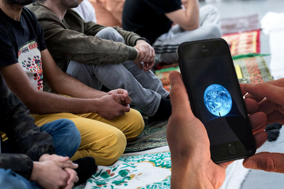 Spionage-App! China soll Muslime zwingen, sich überwachen zu lassen