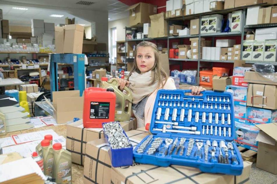 """Online-Händlerin Laura Michael (21) erhält seit 30. Oktober für versendete  Waren kein Geld von """"Amazon"""",  verschickt Werkzeuge und Öl für ihre Kunden aber dennoch weiter."""