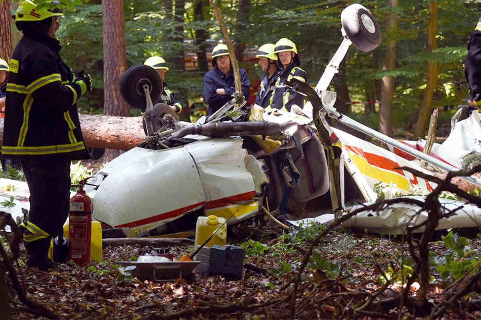 Cessna stürzt in Waldgebiet ab: Pilotin schwer verletzt