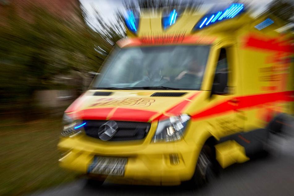 Der Fußgänger stürzte und wurde schwer verletzt.