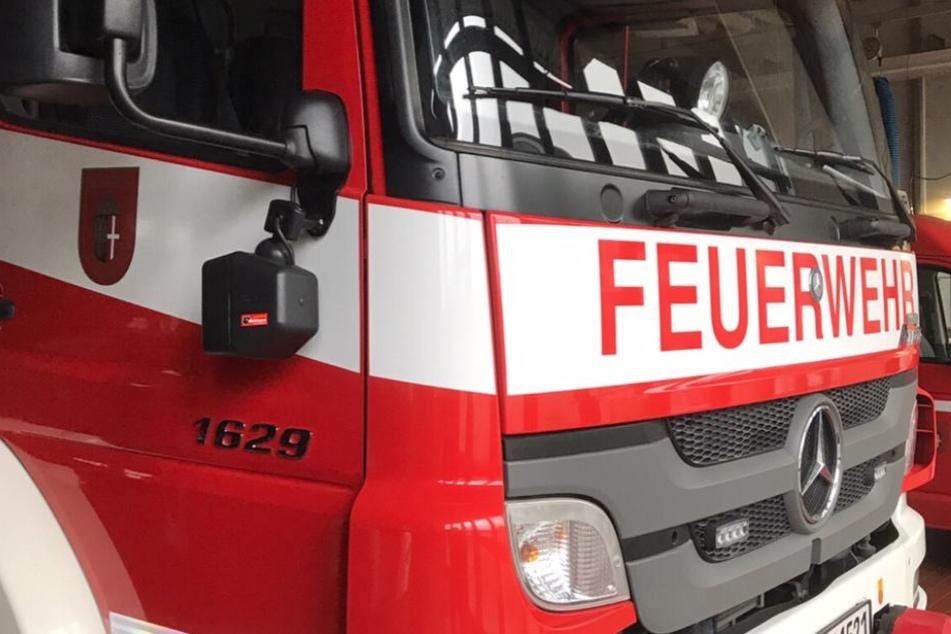 Die Feuerwehr verhinderte eine Brandausbreitung (Symbolbild).