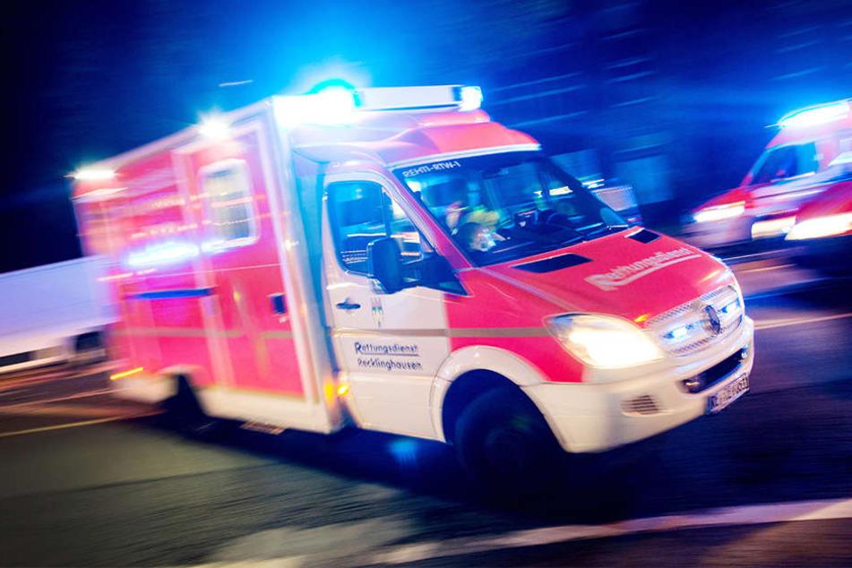 Unter telefonsicher Anleitung retteten drei Bielefelder einem 46-jährigen Mann das Leben. (Symbolfoto)